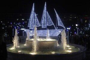 """Μπήκε Δεκέμβρης, ο μήνας των Χριστουγέννων. Ευχόμαστε """"Καλά Χριστούγεννα"""" ή αλλιώς """"Merry Christmas, Feliz Natal, Froehliche Weihnachten, Joyeux Noël, Tamil Nadu, Milad Majid, Sheng Dankuai Le..."""", μα τι σημαίνει; Είναι μια τυπική ευχή, είναι μια απλή φράση ή έχει βαθύτερο νόημα; Και αν ναι, τότε ποιο είναι αυτό; Η απάντηση είναι απλή: Τα Χριστούγεννα είναι έθιμα. Κάθε χώρα, θρησκεία, άνθρωπος δίνει άλλη σημασία. Μα ποια είναι τα Χριστουγεννιάτικα Έθιμα; Πάμε να τα ανακαλύψουμε!"""