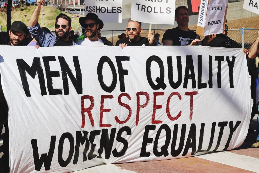 Η Φοιτητική Ένωση για το Φύλο και την Ισότητα (ΦΥΛ.ΙΣ.), είναι μίαμη κερδοσκοπική ένωση, χωρίς κομματικό ή οικονομικό χαρακτήρα και ιδρύθηκε στις αρχές του τρέχοντος ακαδημαϊκού έτους.Στόχος τους είναι η εξάλειψη των πάσης φύσεως διακρίσεων, η ευαισθητοποίηση για έμφυλα ζητήματα, η καταπολέμηση του σεξισμού και η προώθηση των δικαιωμάτων της ΛΟΑΤΚΙ+ κοινότητας, όχι μόνο εντός πανεπιστημιακής κοινότητας, αλλά και εκτός.