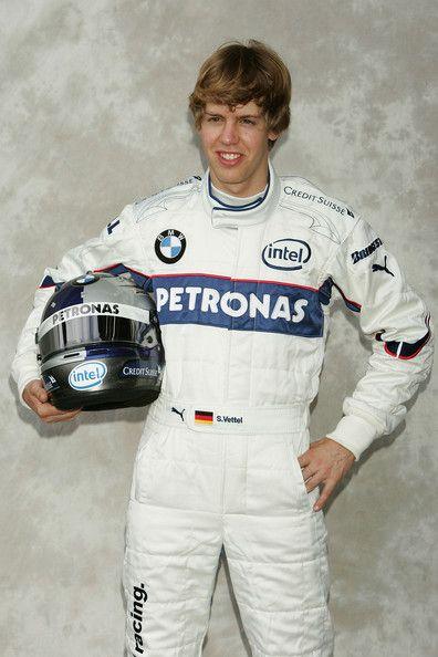Η άλλοτε ομάδα - θρύλος του grid, με το χαρακτηριστικό very very red car, η Σκουντερία Φερράρι, με τα 16 πρωταθλήματα κατασκευαστών, την περσινή σεζόν βρέθηκε σε αγωνιστικό και διοικητικό τέλμα. Τα αποτελέσματα ήταν απογοητευτικά(με εξαίρεση τα δύο βάθρα του Leclerc στην Αυστρία και στο επετειακό grand prix του Silverstone για τα 70 χρόνια της Φόρμουλα 1), η δυσπιστία προς το πρόσωπο του επικεφαλής Mattia Binotto μεγαλώνει, ενώ οι τιφόζι πνέουν τα μένεα εναντίον της διοίκησης Elkann - Camillieri λόγω των καταστροφικών επιλογών τους. Αλλά ας μην ασχοληθούμε με τα κακώς κείμενα της Σκουντερία, δεν είμαστε σίγουρα οι καθ' ύλην αρμόδιοι. Στο παρόν αφιέρωμα θα ασχοληθούμε με τα έργα και τις ημέρες του 4άκις παγκόσμιου πρωταθλητή,Sebastian Vettel.