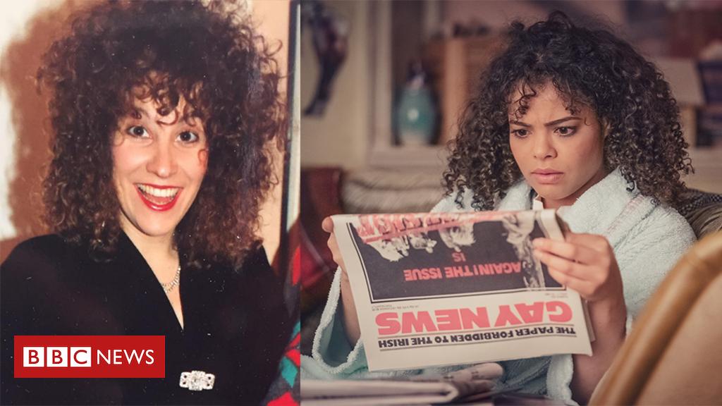 """""""It's A Sin"""" η δραματική σειρά του Channel 4, με την υπογραφή του Russell T. Davis συμπυκνώνει αριστοτεχνικά το αφήγημα μιας παρέας νεαρών γκέι αντρών, μέσα από τα μάτια των οποίων βλέπουμε τη κρίση που προκάλεσε το ξέσπασμα του AIDS στην Αγγλία της δεκαετίας του 80' και 90'.Διατηρώντας αρκετά αυτοβιογραφικά στοιχεία, μιας και ο Russel Davis έχασε αρκετούς φίλους και ανθρώπους τους οποίους οποίους γνώριζε προσωπικά. Η σειρά σε πέντε μόλις μονόωρα επεισόδια κατορθώνει να παρουσιάσει τα γεγονότα μιας εποχής ταραχώδους για την κοινότητα των ομοφυλοφίλων, λόγω των ανεπανόρθωτων κλυδωνισμών που υπέστη. Με την πιο ολέθρια συνέπεια φυσικά τον χαμό όλων αυτών των ζωών."""