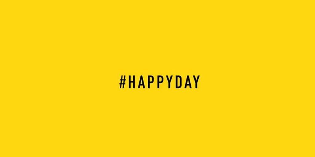 Το χαμόγελο είναι η δύναμή μας. Είναι η απάντηση στις πιο δύσκολες στιγμές και η ανακούφιση στις πιο ευχάριστες. Το χαμόγελο μπορεί να φέρει την ευτυχία και η ευτυχία το χαμόγελο. Είναι δύο συνθήκες αντιστρόφως ανάλογες. Ερωτευόμαστε με αυτό αλλά και συγκινούμαστε με αυτό. Είναι από τις πιο όμορφες καμπύλες του ανθρώπου. Κάθε πρωί που ξυπνάμε λένε οι ψυχολόγοι πρέπει να χαμογελάμε για να ξεκινάει όμορφα και θετικά η μέρα μας. Είναι ευεργετικό και ταυτόχρονα ελκυστικό. Με το χαμόγελο γινόμαστε πιο ζεστοί και ευπρόσδεκτοι. Υπάρχουν, όμως, και πολλά οφέλη που καλούμαστε στις 20 Μαρτίου να εντοπίσουμε για το χαμόγελο.